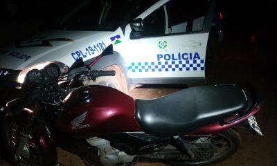 Polícia Militar recupera duas motos furtadas e prende acusado portando arma de fogo