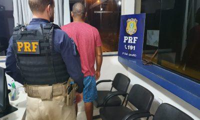 Caminhoneiro foragido por tráfico de drogas é preso pela PRF na BR-364