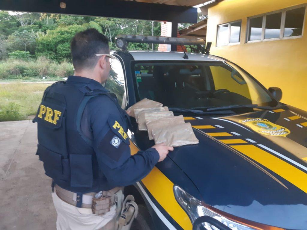 PRF prende menina de 17 anos com três kg de cocaína na BR-364