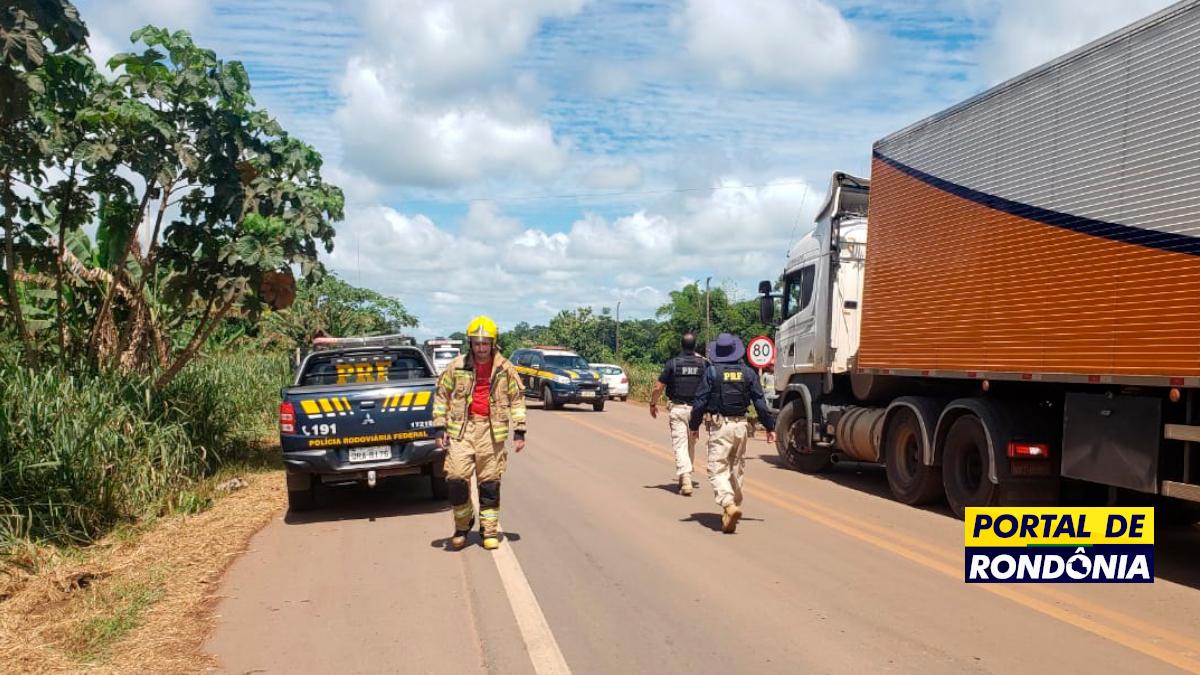 Homem recebe descarga elétrica ao descer de caminhão na BR-364