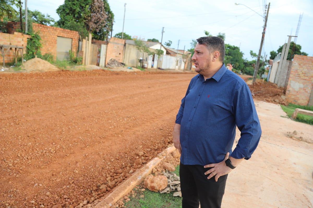 Júnior Cavalcante solicita e prefeitura atende serviço de asfalto da rua beija flor no bairro lagoinha