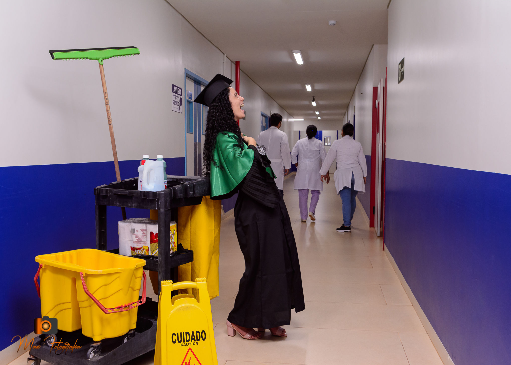 Zeladora de Hospital em Rondônia se forma em Educação Física e faz book no local de trabalho