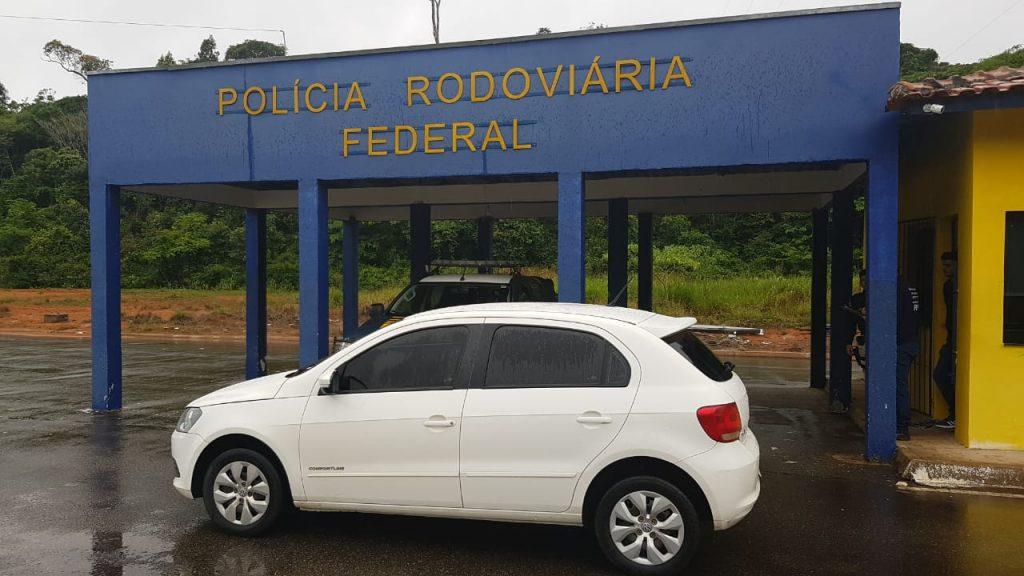 Homem é preso pela PRF com carro clonado e documento falso