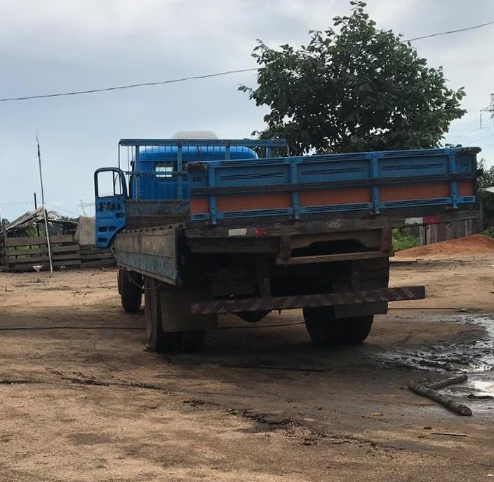 PRF prende motorista bêbado dirigindo caminhão furtado na BR-364