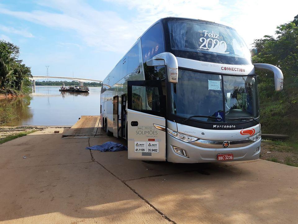 Ônibus da Eucatur atropela mãe e filha na BR-364; Mãe morreu no local