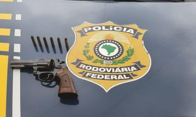 PRF prende homem com revólver e munições na BR-364