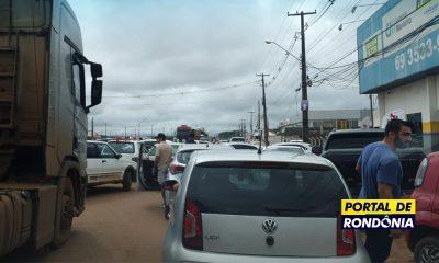 População revoltada com o preço do combustível fecha a BR-364 em Porto Velho