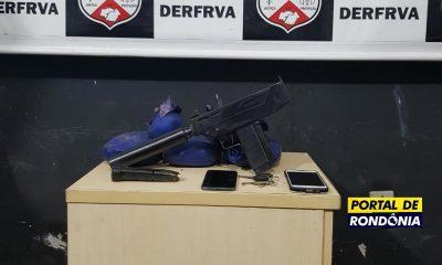 Polícia Civil apreende drogas e metralhadora com silenciador dentro de carro