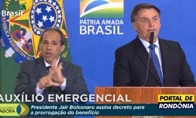 Bolsonaro assina decreto prorrogando por mais dois meses o Auxílio Emergencial