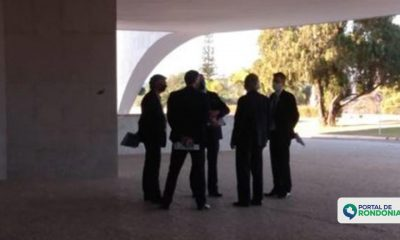 Bolsonaro e Paulo Guedes discutem prorrogação do auxílio emergencial