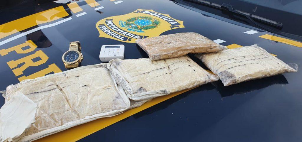 Motorista de aplicativo e passageiro são presos pela PRF com 3 kg de Cocaína