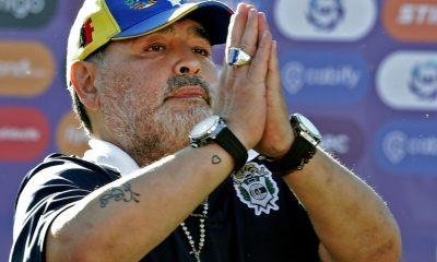 URGENTE: Maradona, conhecido como maior jogador da história do futebol argentino morre após mal súbito