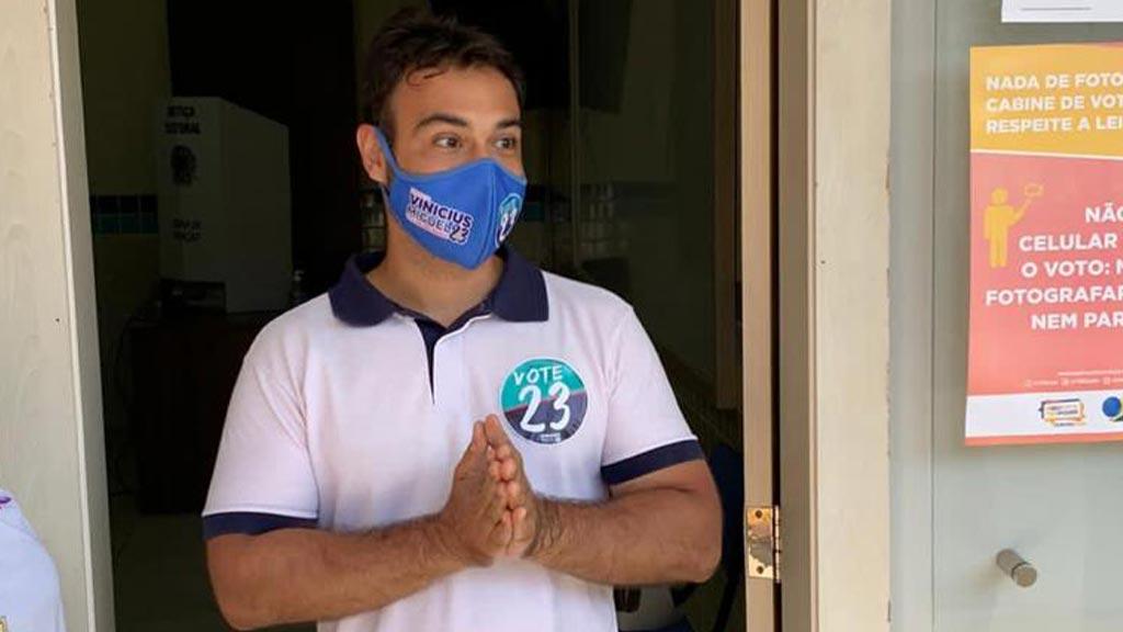 Otimista, Vinícius Miguel votou pela manhã no Colégio Adventista