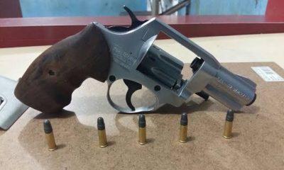 Força Tática prende foragido flagrado com um revólver