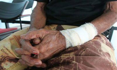 Idoso de 84 anos é jogado em poça de lama durante roubo no Centro