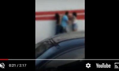 Mulher flagra marido com suposta amante no trânsito e arma 'barraco'; veja vídeo