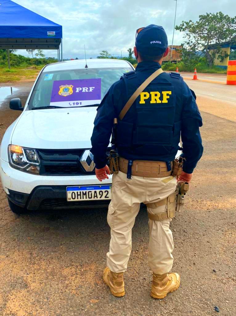 Polícia Rodoviária Federal recupera carro roubado na BR-364 e prende dois assaltantes